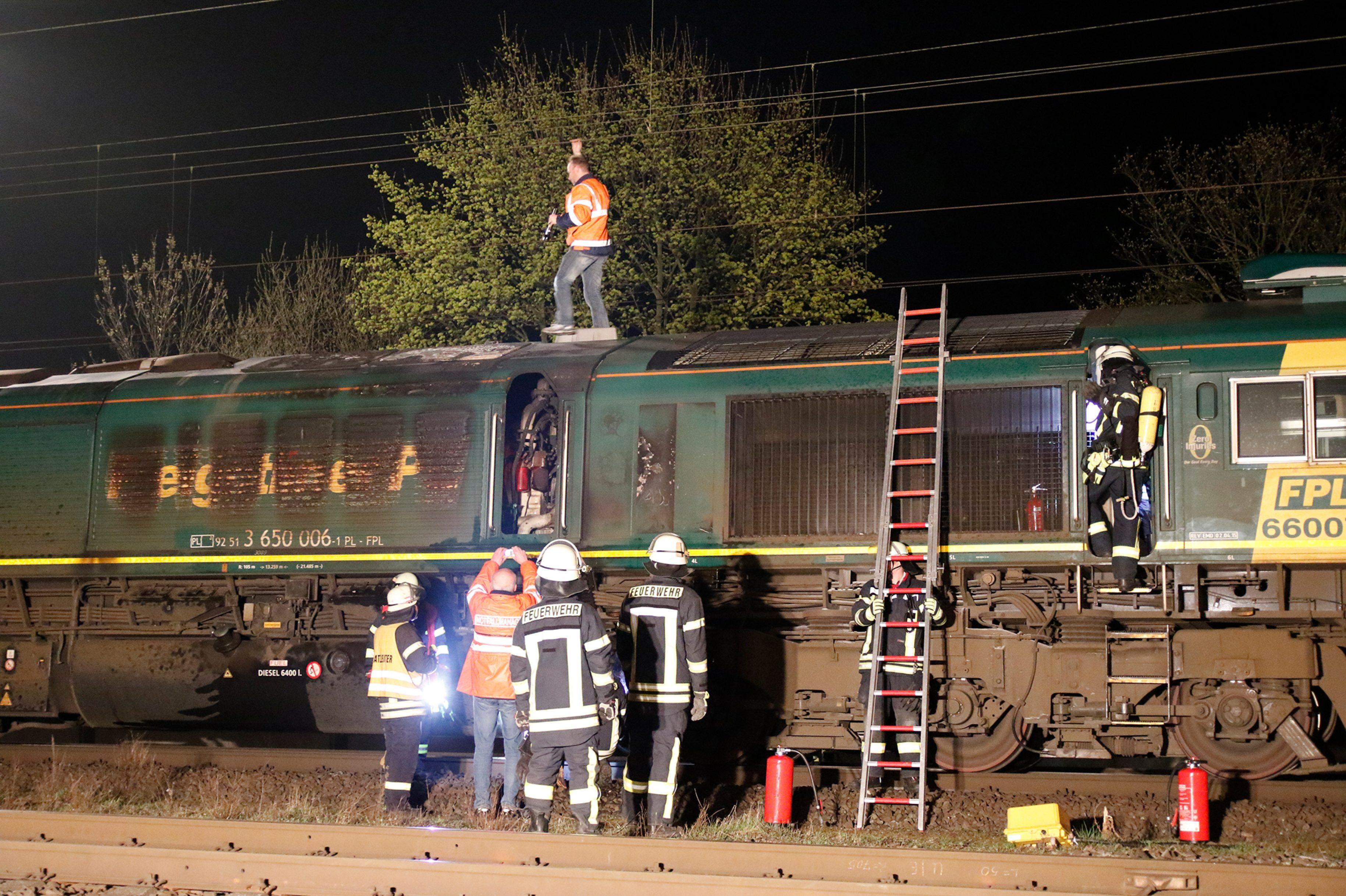 Brennende Lok legt Strecke Hannover/Bremen still