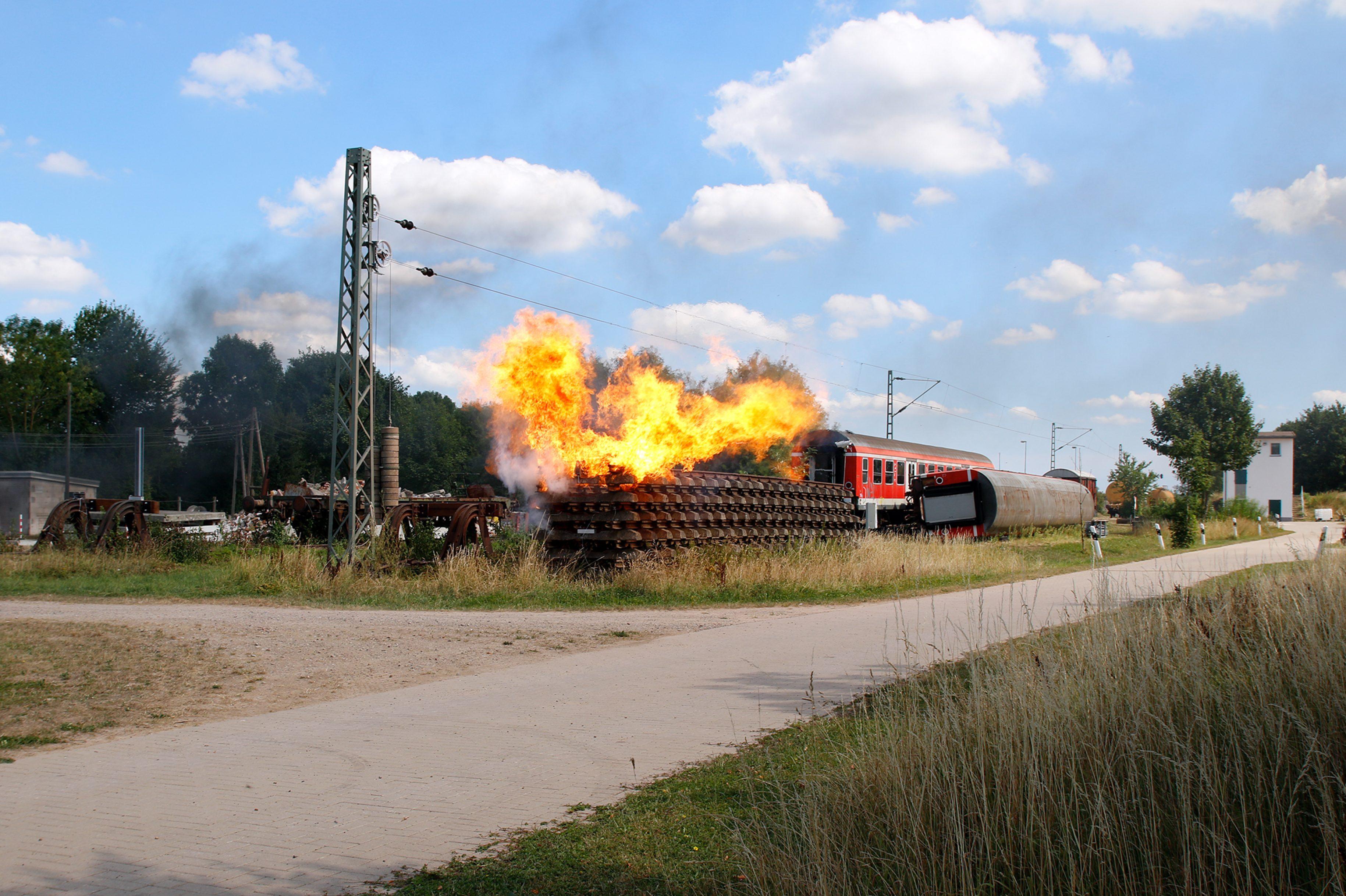 Explosionen entlang der Bahnstrecke