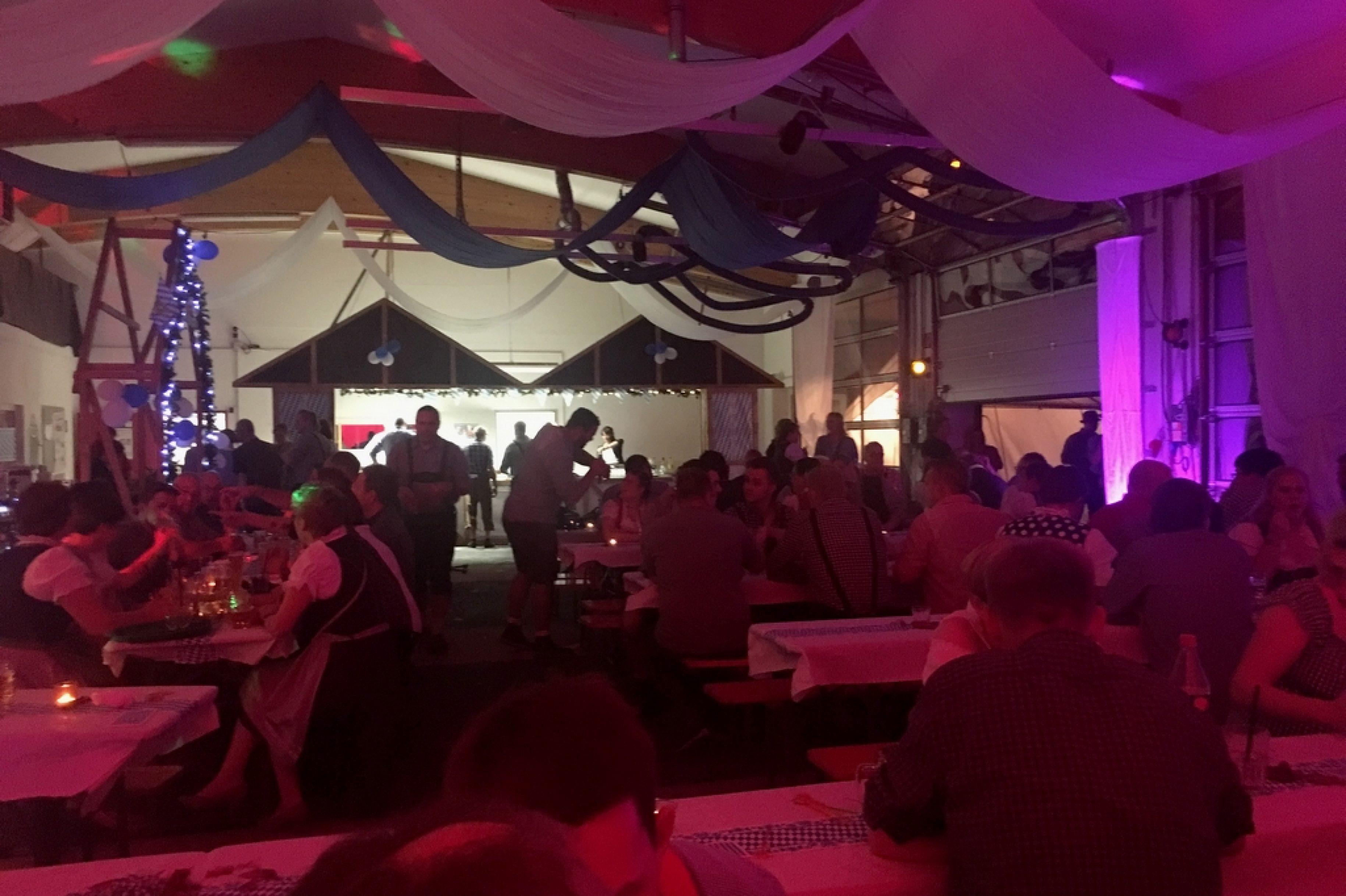 Stadtfeuerwehr Nienburg feiert erstes Oktoberfest