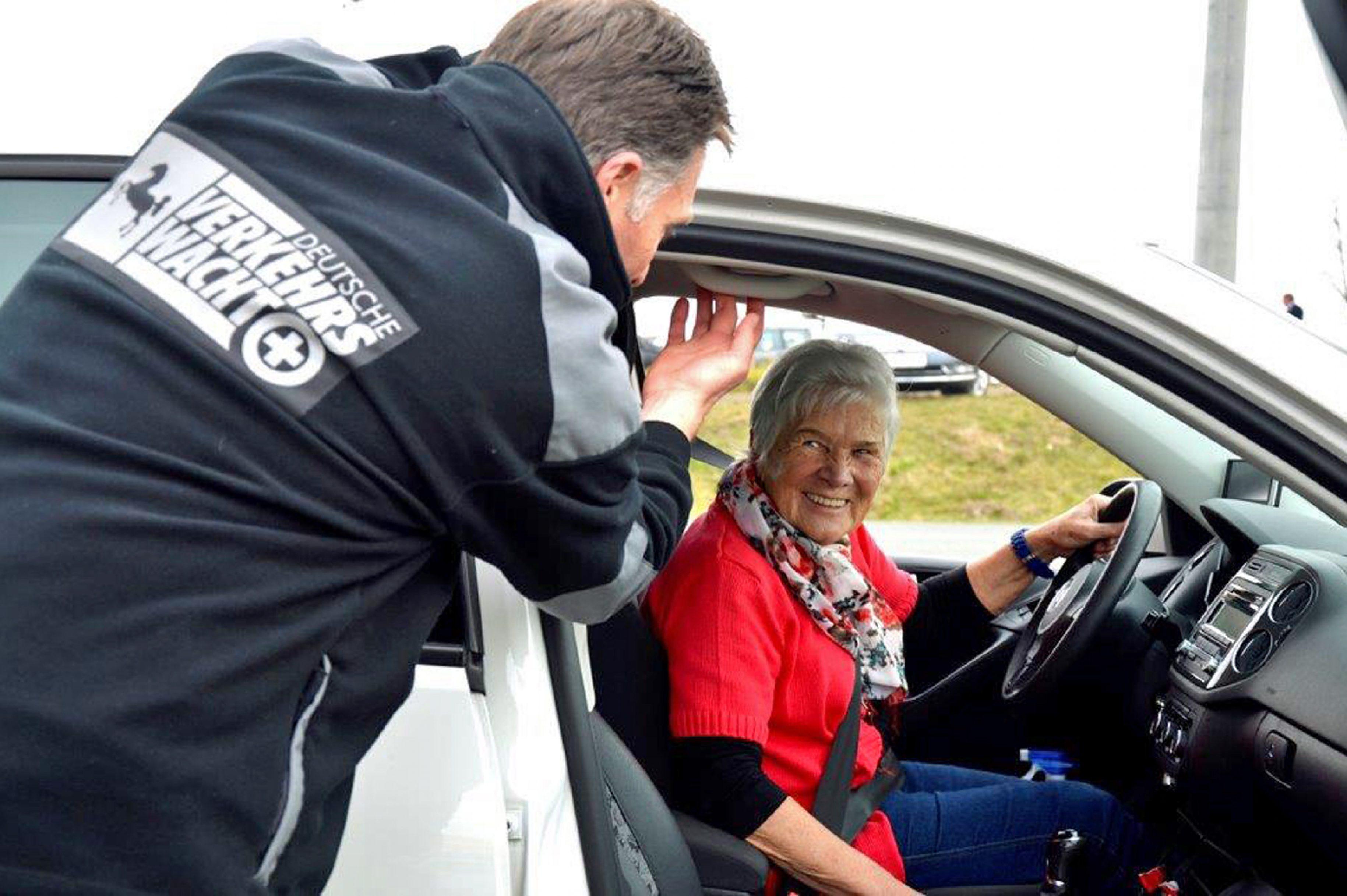 """""""Fit im Auto"""" – Fahrtrainings für Seniorinnen und Senioren"""